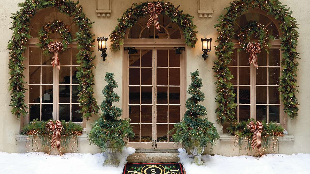 Outdoor christmas window decorations - Christmas Decorating Ideas For Outside Windows Photo 10