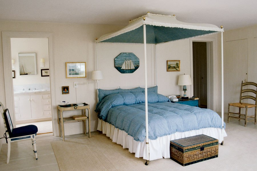 oyster harbor.rendition.slideshowHorizontal.bunny-mellon-design-archives-10-osterville-massachusetts-bedroom